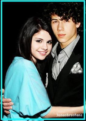 selena and nick dating 2010