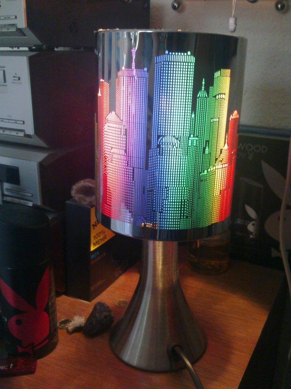 Ma lampe de chevet tactile new york que j 39 ai re u pour mon no - Lampe de chevet tactile ...