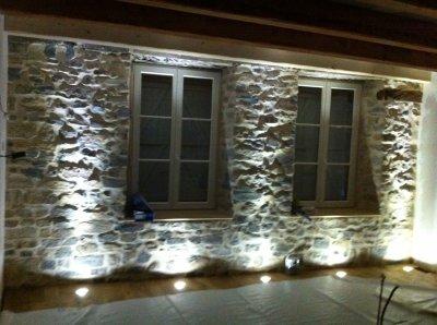 eclairage du mur en pierres je r nove ma ferme. Black Bedroom Furniture Sets. Home Design Ideas