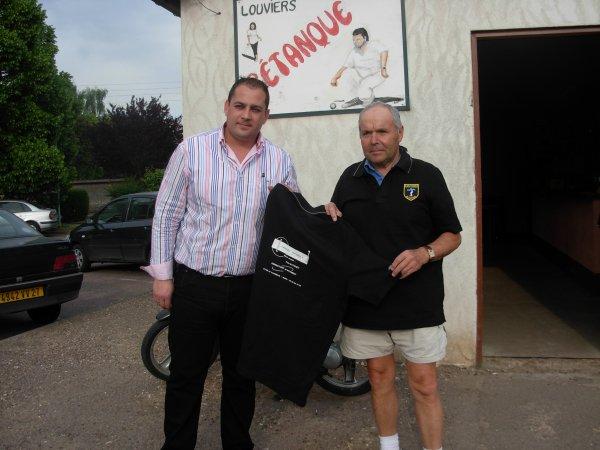Mr Gatinet avec Mr Lefevre Jacques + de 40 adhesions à Louviers pétanque