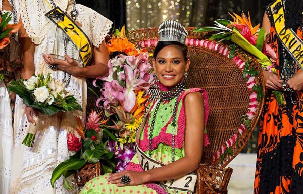 VS Miss Tahiti
