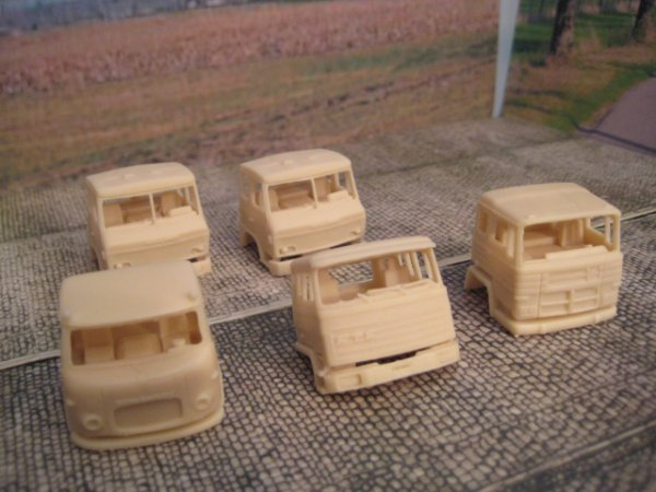 rentrer ce jour cabine resine   2 willeme tg 150   un ftf anglais  1 pegaso   1 scania vabis lbs 76