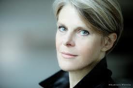 Annick Meyer est la maman d&#39;<b>Alison Meyer</b>. C&#39;est une mère courageuse et ferme <b>...</b> - 3129983626_1_2_2nA2DjyB