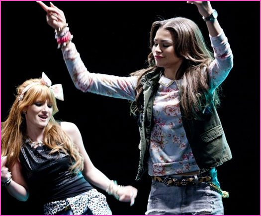 Bella Thorne et Zendaya Coleman � Contagious Love � clip Photos
