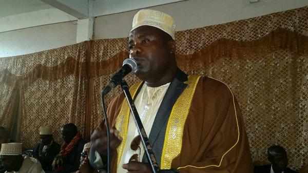 C�r�monie de remise des certificats de m�rite aux laur�ats de Nioumadzaha Bambao par l'AEENB