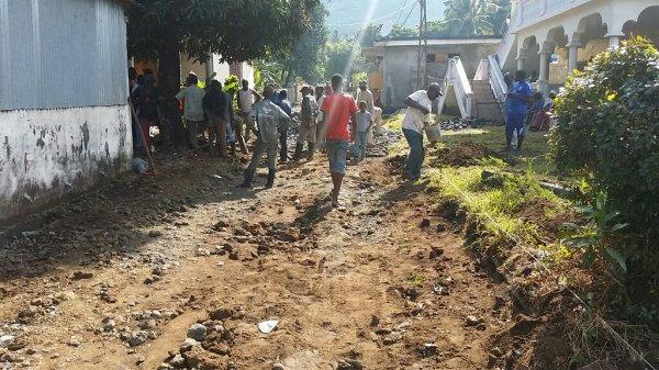 Travaux de la route de pareni yamrissi ce dimanche 21/09/14