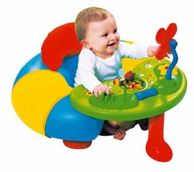 Une table d 39 activit s associ e un coussin gonflable for Table d activite bebe