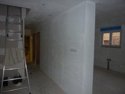 les premiere sous couche placo sont en route merci au filles 4 dario67600. Black Bedroom Furniture Sets. Home Design Ideas