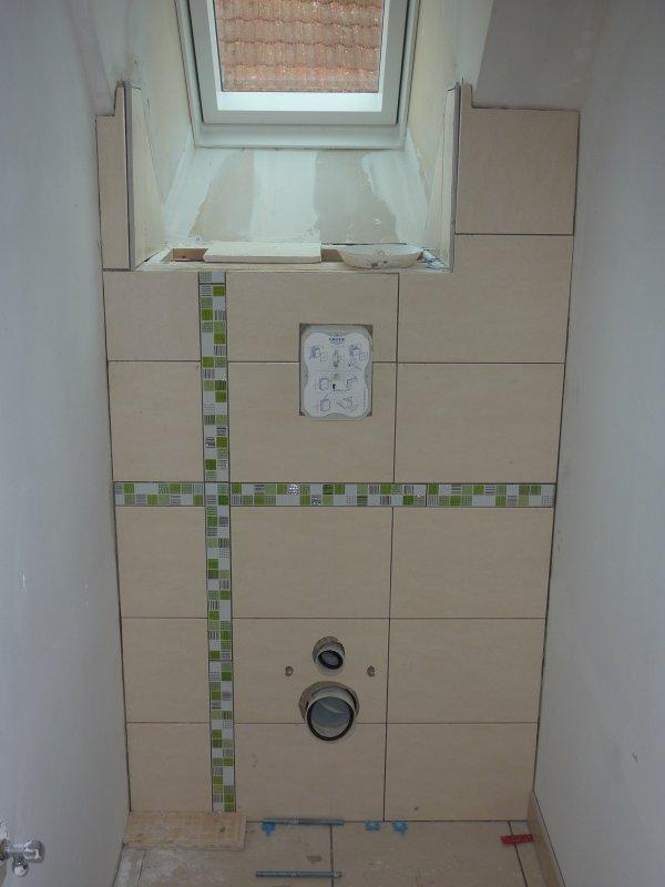 Carrelage wc haut plus pose de la douche et peinture for Peinture carrelage douche