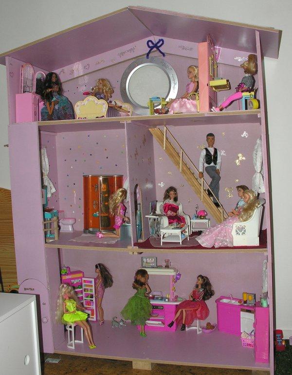 ma maison de barbie c 39 est un cadeau je ne l 39 ai pas. Black Bedroom Furniture Sets. Home Design Ideas