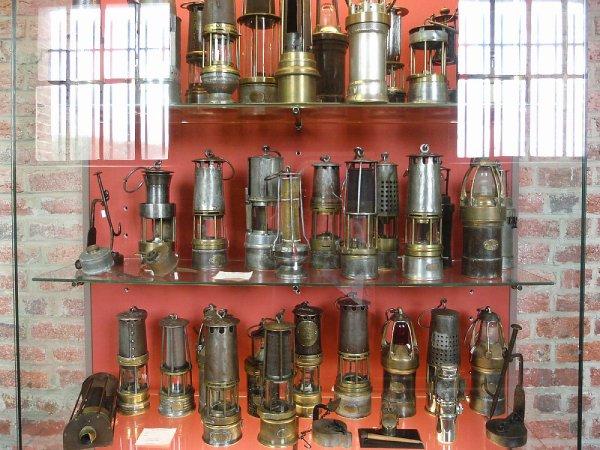 Centre historique minier de lewarde collection de lampes de mine de l 39 - Historique des lampes ...
