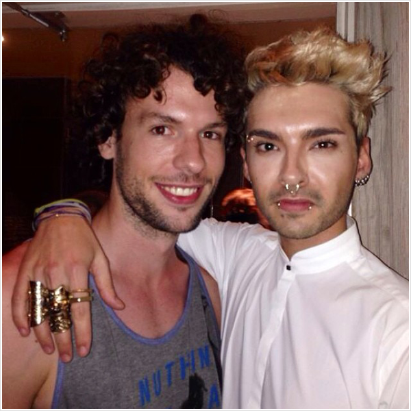 8 509 / 09.06.2014 - Bill avec un fan � West Hollywood (USA).