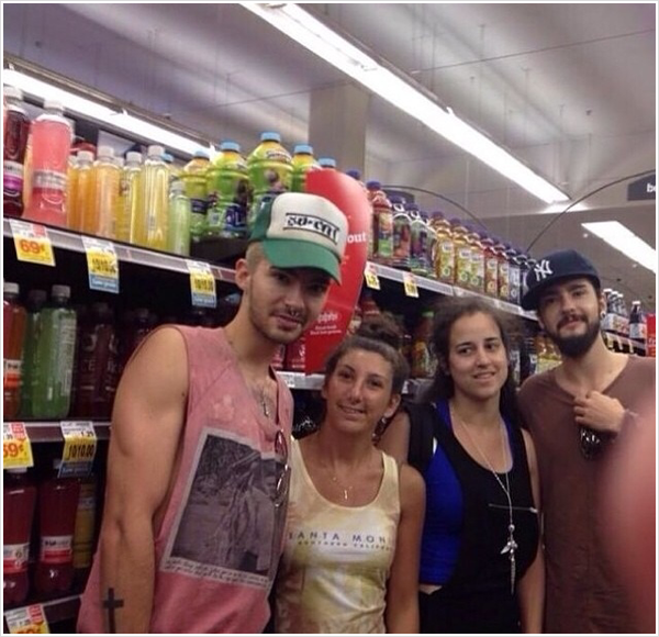 8 510 / 14.07.2014 - Bill & Tom avec des fans � Los Angeles (USA).
