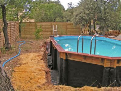 Mise en place de la protection construction d 39 une for Que mettre autour d une piscine