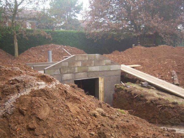 R alisation d 39 une cave sous terre for Maison container sous terre