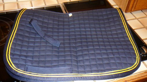 tapis de selle t poney bleu marine jaune cyrielle. Black Bedroom Furniture Sets. Home Design Ideas