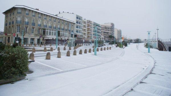 Premi re neige sur la plage de st jean de monts quand for Garage automobile saint jean de monts