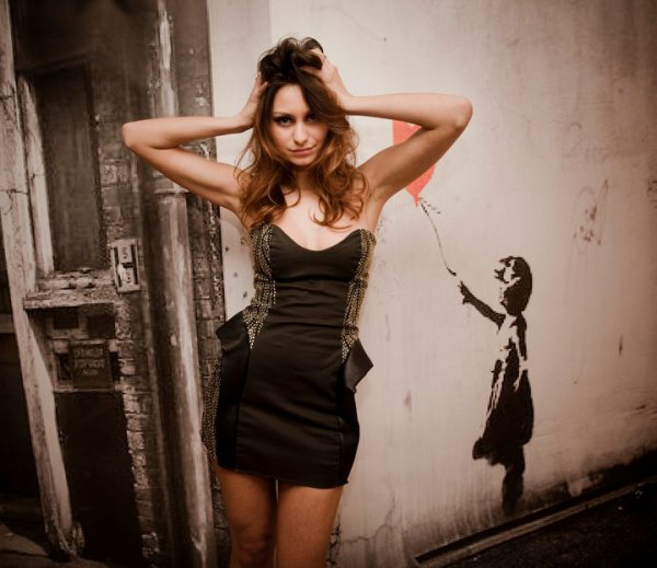Modelja Me Fustanat e Daffines :$$ A po JU pELQEJN :)))