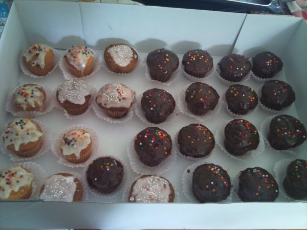 PETITS FOURS,CUP CAKES, CAKE POPS