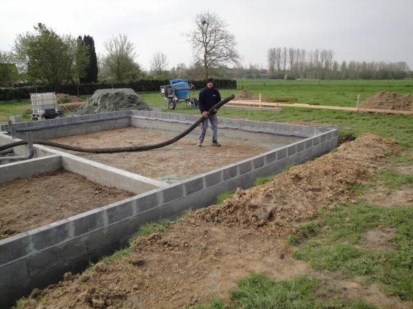 Coulage des blocs de fondation isolation en billes d for Dalle sur sol maison