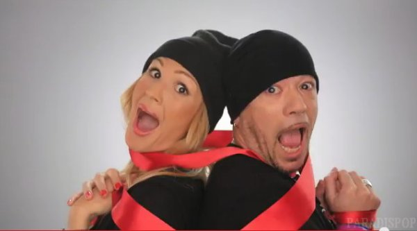 VIDEO Voici le CLIP #KissAndLove @Sidaction sign� @ObispoPascal @LineRenaud - by @Paradispop