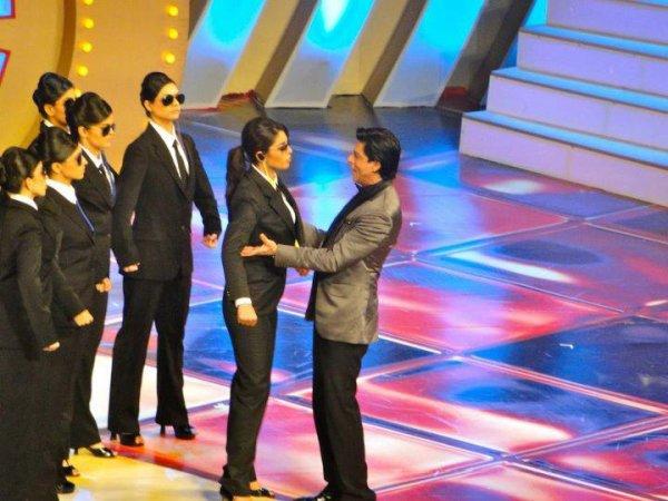 Shah Rukh & Priyanka hosting the Zee Cine Awards 2012, 21 Jan.