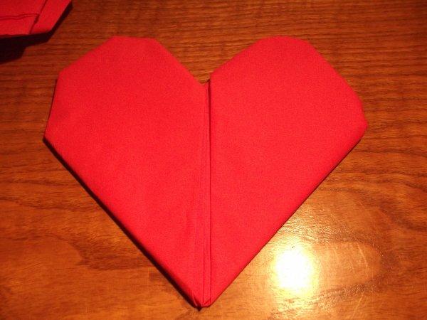 Pliage serviette en coeur les bricolages de lauralie - Pliage serviette en coeur ...