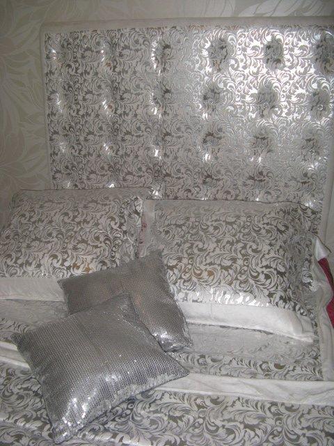 tete de lit baroque argent et bouton strass carr blog. Black Bedroom Furniture Sets. Home Design Ideas