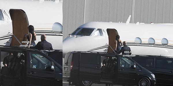 26.08.2014 - Lady Gaga prenant son jet priv� pour une nouvelle destination toujours en Australie.   Pour information Eau de Gaga sera disponible le 1er septembre en France chez Sephora selon Hauslaboratories. Alors content?