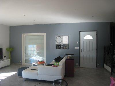 nouveau mur gris building notre maison pomeys. Black Bedroom Furniture Sets. Home Design Ideas