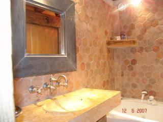 Un petit coin de sa salle de bain de claude francois pris for Petit bain en coin