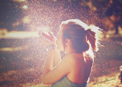 Un enfant m'a dit un jour:  Si tu pleures et que tu ris en m�me temps, tu auras un arc-en-ciel sur les joues. :D