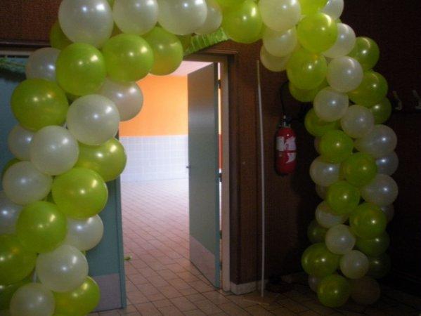 xxxxxxx notre arche de ballons pour la porte d 39 entree dans. Black Bedroom Furniture Sets. Home Design Ideas