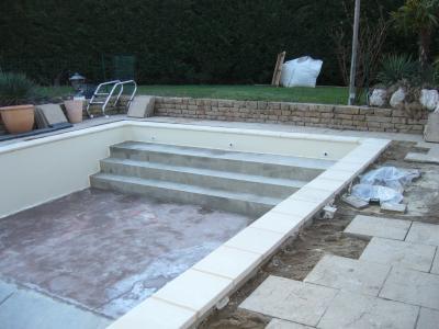 Pose des margelles amenagement jardin et renovation piscine for Pose de liner de piscine