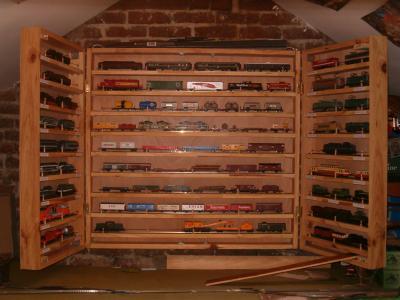 armoire de rangement le petit train ho. Black Bedroom Furniture Sets. Home Design Ideas