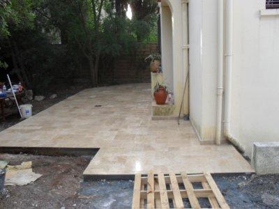 realisation d une terrasse beton chappe et travertin 4 modules blog de carrelage. Black Bedroom Furniture Sets. Home Design Ideas