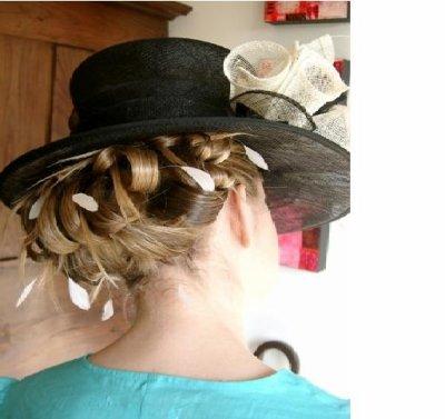 chignon mariage avec chapeau