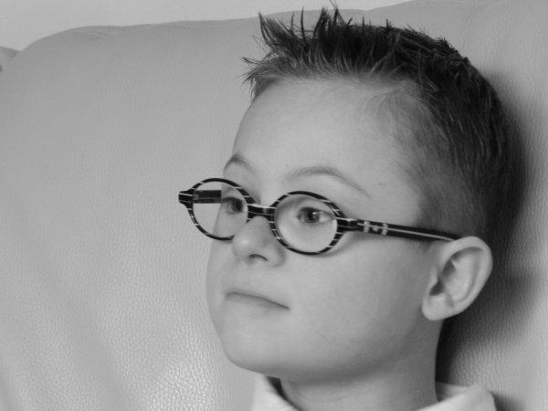 coupe de cheveux version jeune homme portrait de nathan. Black Bedroom Furniture Sets. Home Design Ideas