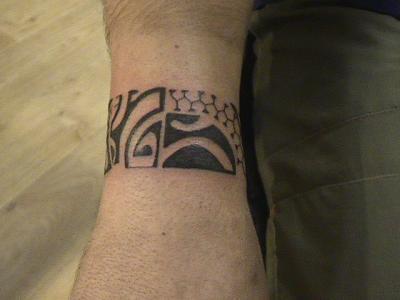 bracelet polynesien n 2 poignet mes tattoos. Black Bedroom Furniture Sets. Home Design Ideas