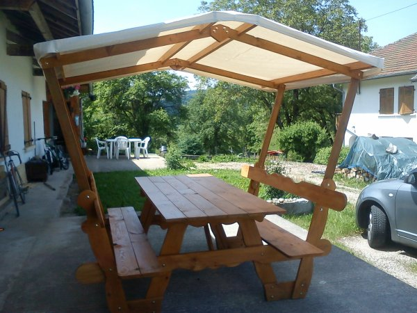 fabrication d 39 une table de pique nique avec tonnelle. Black Bedroom Furniture Sets. Home Design Ideas