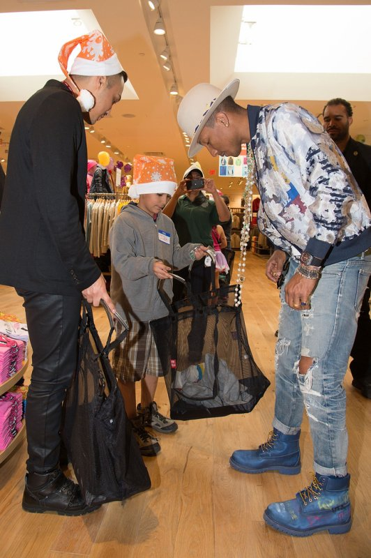 Pharrell - Charity Shopping Event - Los Angeles - 9 d�cembre 2014
