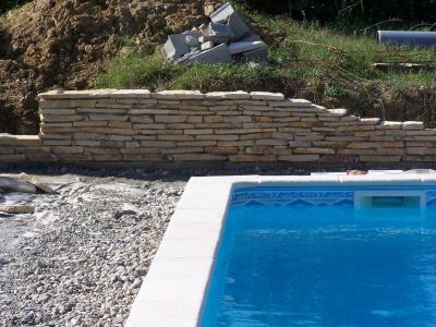 La construction du mur de soutenement en pierre s che for Construction piscine lot