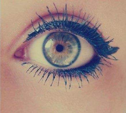 conseils maquillage quelle forme d 39 eye liner selon celle de ses yeux les filles moches. Black Bedroom Furniture Sets. Home Design Ideas
