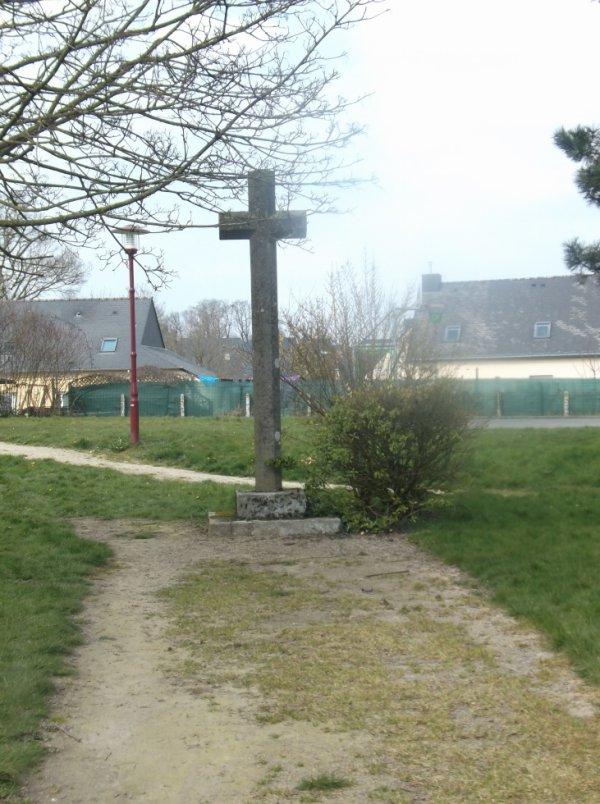 Croix calvaires de saint jouan de l 39 isle poudouvre for Garage galivel saint jouan de l isle