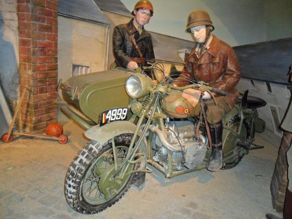 Fabrique Nationale ) Herstal , MOTOS MILITAIRES