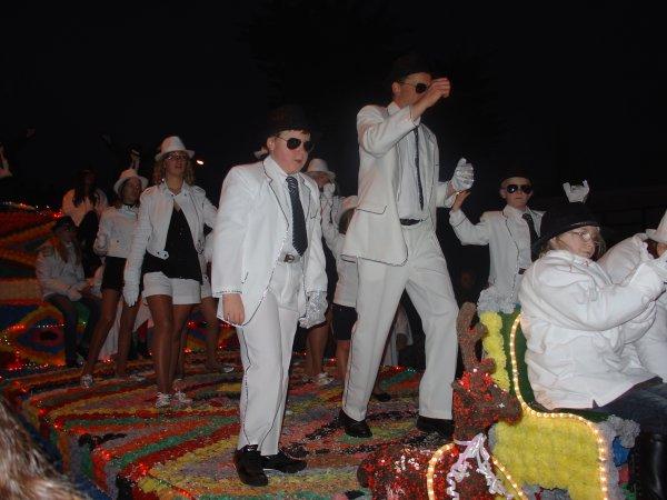 158 - LA PARADE BLANCHE DU DIMANCHE 12 D�CEMBRE 2010 AU HAVRE