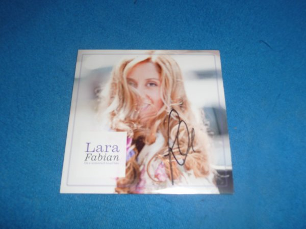 "D�dicace single promo  ""on s'aimerait tout bas "" Lara fabian"