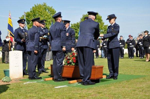 Le pilote australien du Spitfire abattu enterr� en France