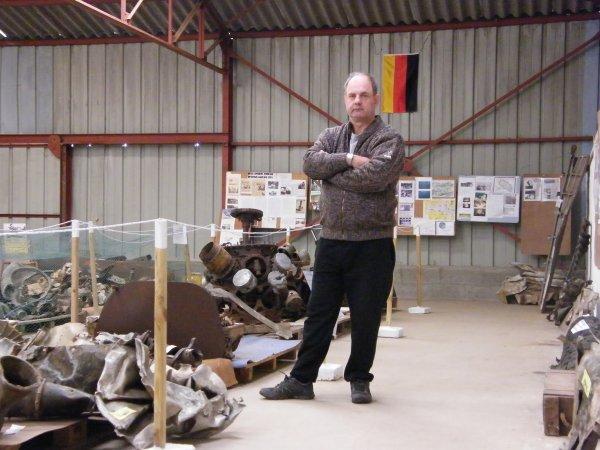 EXPOSITION DE MORCEAUX D'AVIONS DE LA WW2