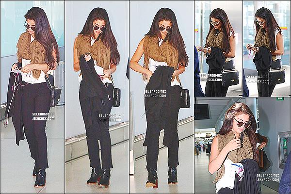 # 07/09/14 - Selena Gomez a �t� photographi�e � l'a�roport de Toronto (Canada).  #